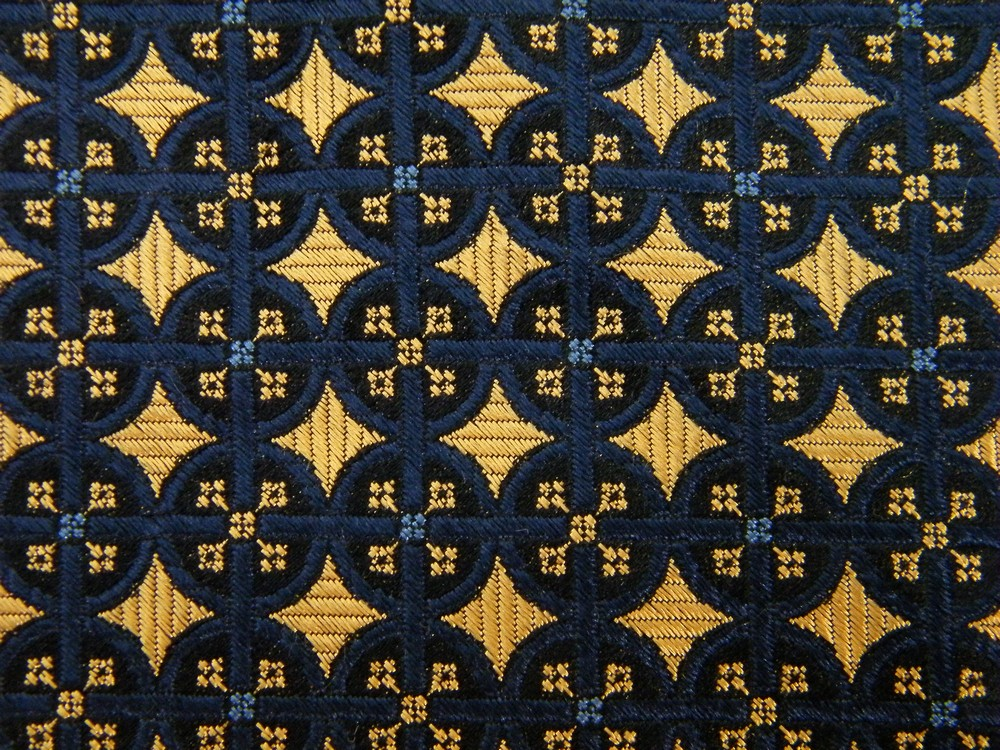 XL EXTRA LONG LANDS END POLKA DOT GEOMETRIC GOLD NAVY BLUE SILK NECK TIE NECKTIE